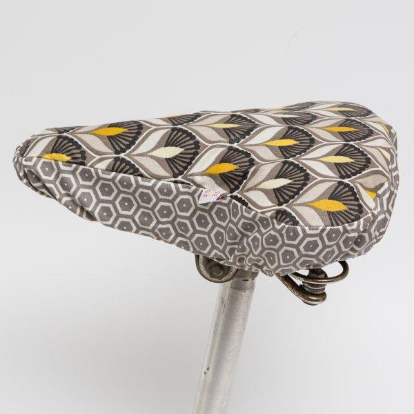 Sattelbezug Art Deco Blüten (greige-gelb)